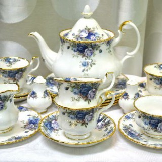 "Чайный сервиз ROYAL ALBERT ""MOONLIGHT ROSE"" на 6 персон -"