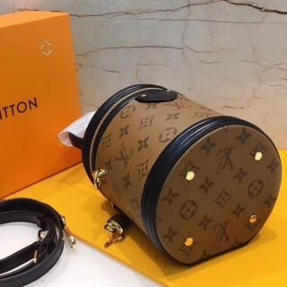 Сумка Louis Vuitton Cannes -