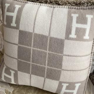 Подушка из овечьей шерсти Hermes (10940) -