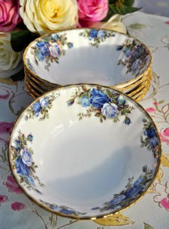 "Столовый сервиз Royal Albert ""Moonlight Rose"" 35 предметов"